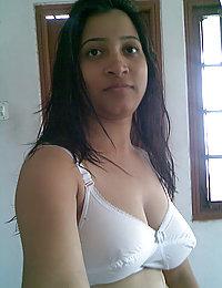 indian girls posing naked on camera