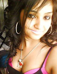 Sexy indian showing her off on self shoot picture