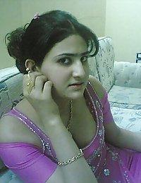 Juicy pakistani girl exposing