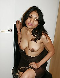 kavya playing with her boobs in lounge