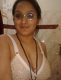 big boob indian girl caught naked in shower